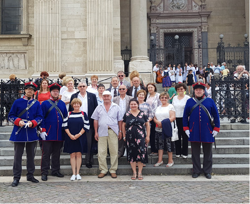 csoportunk a Wysocki hagyományőrzőkkel a Bazilika előtt